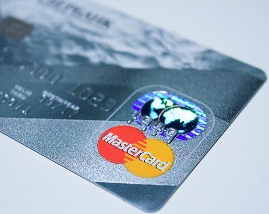 Pojištění k platebním kartám od Fio banky lze kompletně vyřídit online