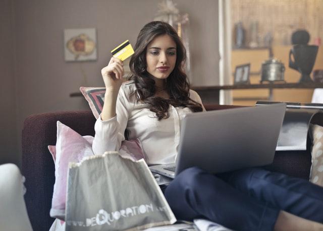 Dluhovou past a zadlužení pomáhá vyřešit konsolidace a refinancování půjček a úvěrů