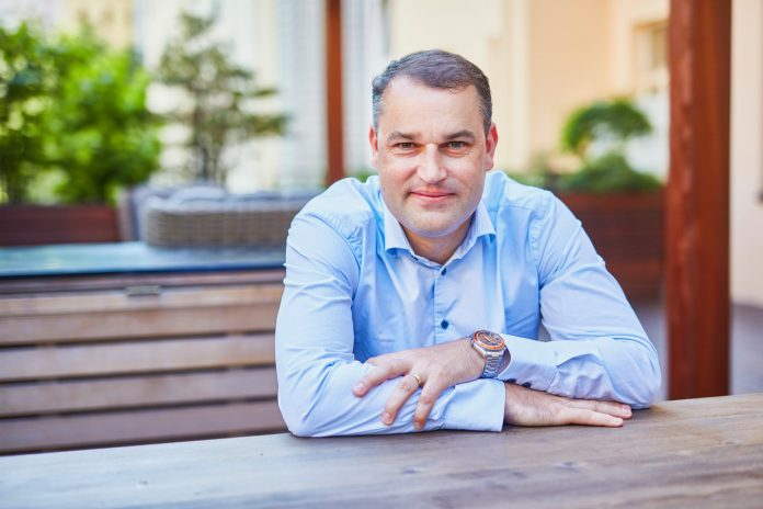 Bankéř Mojmír Hampl nastupuje do KPMG